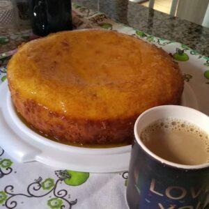 Bolo de laranja com calda 300x300 - 4 Receitas de Bolos para fazer no café da tarde
