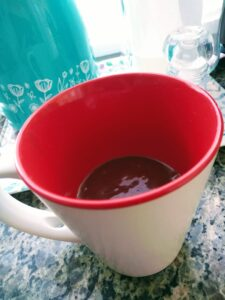 Bolo de chocolate de caneca recheado 5