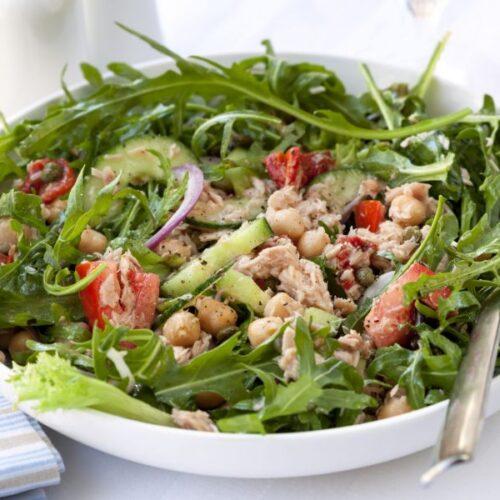 Salada de grao de bico com atum